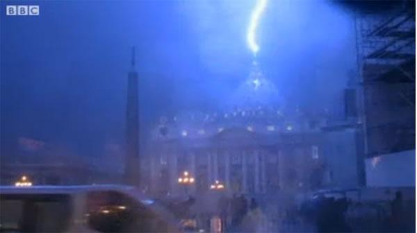 lightning-strike-st-peter-basilica